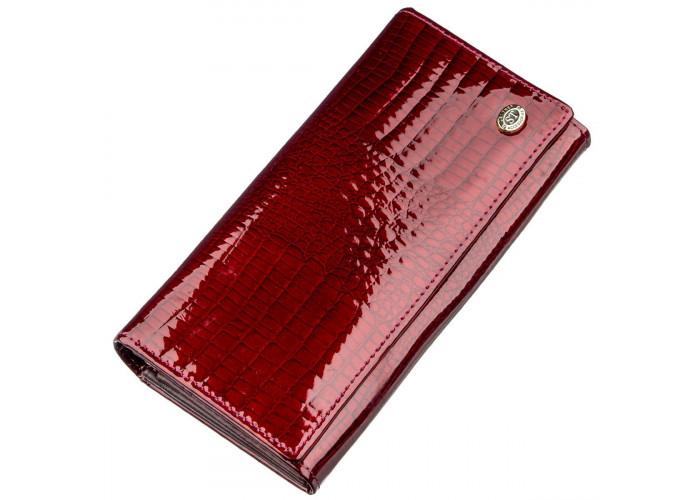 Вместительный лаковый женский кошелек на кнопке ST Leather 18904 Бордовый